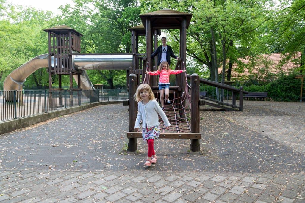 Zoo Magdeburg klettern auf dem Spielplatz