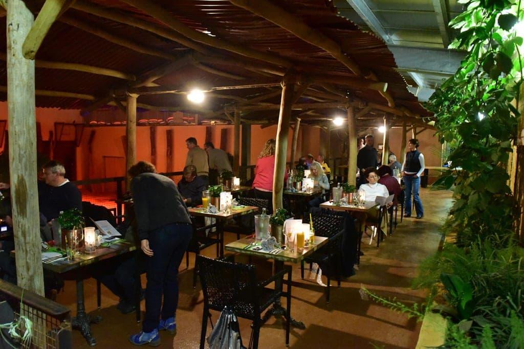 Lounge mit Besuchern